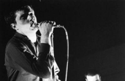 """Longread: """"Joy Division kwam live écht binnen"""" – een uitgebreide (re)constructie van de legendarische Eindhovense show"""